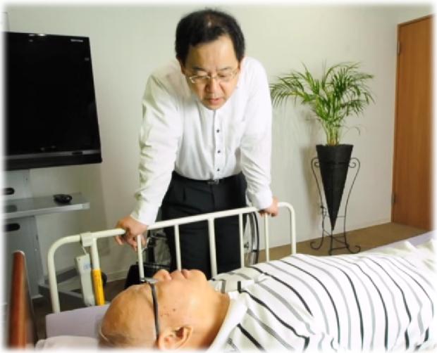 親に優しい介護するためのベッドから起き上がらせる介護テクニック