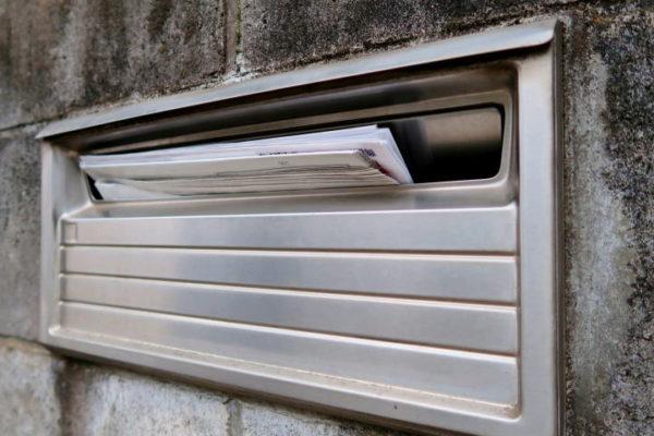 親が亡くなった空き家に届く親宛の郵便物を子供へ転送できるか?